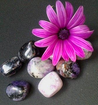 Equilibrar o Karma com a Chama Violeta e a Charoíta