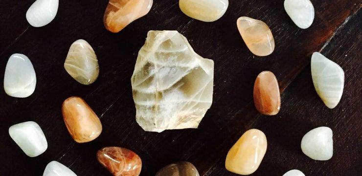 Pedra da Lua, Poder Feminino
